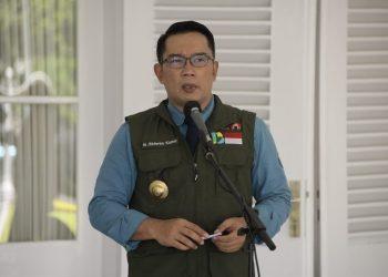 Foto: Gubernur Jawa Barat (Jabar) Ridwan Kamil dalam acara penyerahan bantuan alat untuk penanganan pasien COVID-19 di Gedung Pakuan, Kota Bandung