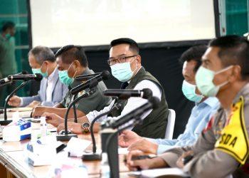 Foto: Gubernur Jabar Ridwan Kamil memimpin rapat koordinasi penanggulangan COVID-19 di Gedung Pakuan,