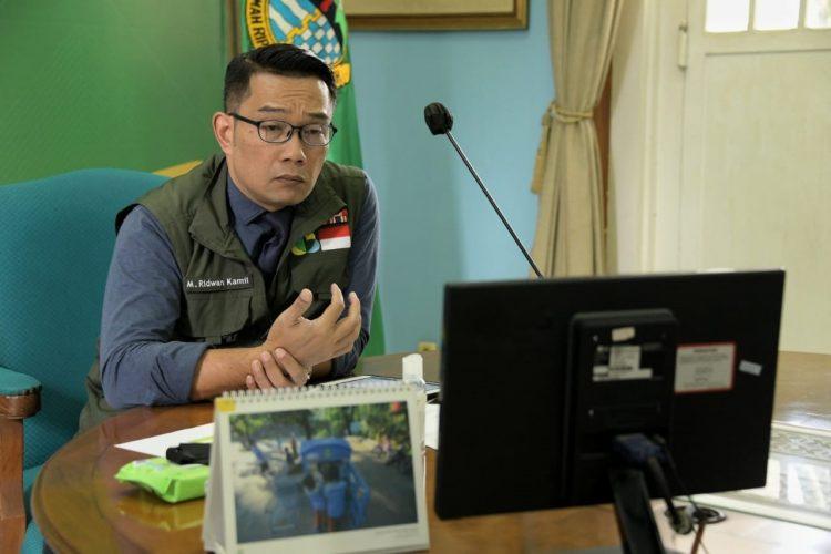 Foto: Gubernur Jabar Ridwan Kamil mengikuti Rapat Terbatas Koordinasi Lintas Provinsi bersama Wakil Presiden Republik Indonesia via video conference, di Gedung Pakuan