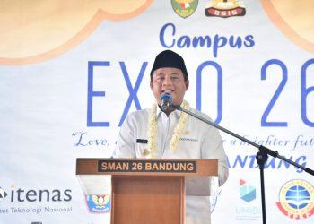 Foto: Wakil Gubernur Jabar Uu Ruzhanul Ulum membuka Campus Expo sekaligus meresmikan Masjid Nurul Ilmi di SMA Negeri 26 Bandung.