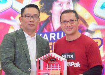 Foto: Gubernur Jabar Ridwan Kamil bersama Menteri Koperasi dan UKM Teten Masduki menghadiri Peluncuran Program Virtual Terbaru Mitra Bukalapak di Gedung Sate, Kota Bandung