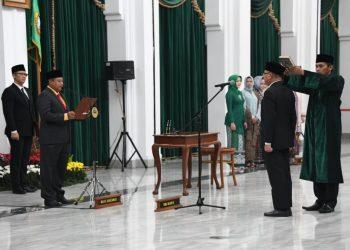 Foto: Wakil Gubernur Jabar Uu Ruzhanul Ulum melantik Kepala Perwakilan Badan Kependudukan dan Keluarga Berencana Nasional (BKKBN) Provinsi Jabar di Aula Barat Gedung Sate.