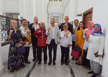 Foto: Sekretaris Daerah (Sekda) Provinsi Jawa Barat (Jabar) Setiawan Wangsaatmaja saat beraudiensi dengan Atase Pendidikan dan Kebudayaan Kedutaan Besar RI untuk Prancis di Gedung Sate, Kota Bandung