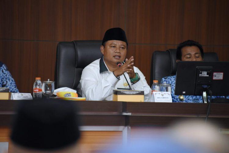 Foto: Wakil Gubernur Jabar Uu Ruzhanul Ulum berdiskusi dengan para peternak ayam se-Priangan Timur di di Aula Kantor Sekretariat Daerah, Kabupaten Ciamis.