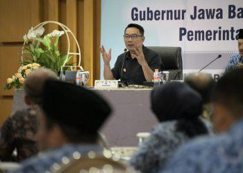 Foto: Gubernur Jabar Ridwan Kamil menggelar Rapat Pimpinan (Rapim) di Kantor Bapenda Jabar, Jl. Soekarno Hatta Kota Bandung.
