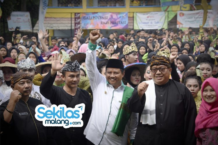 Foto: Wakil Gubernur Jawa Barat Uu Ruzhanul Ulum membuka Pesona Pekan Prestasi Mutiara Tahun 2020 di Komplek Pendidikan Mutiara Terpadu.