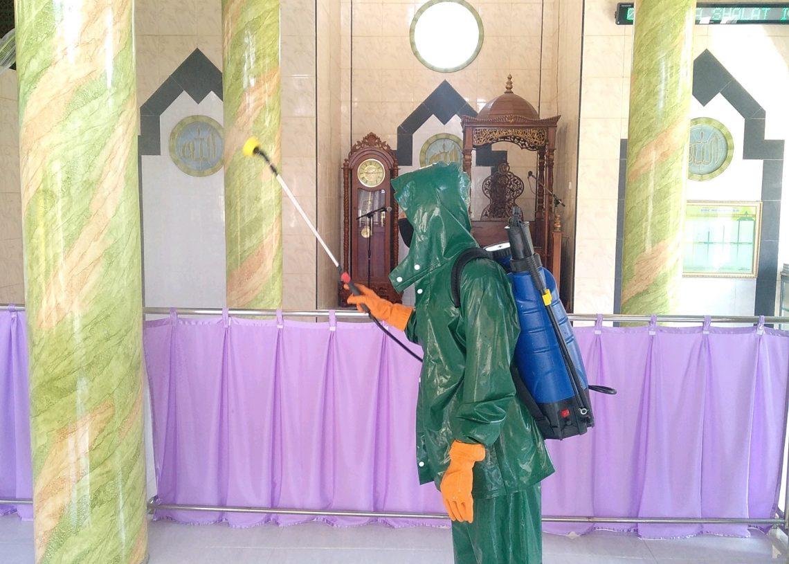 Foto: Penyemprotan Disinfektan di Masjid Desa Ngadilangkung
