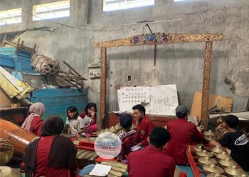 Mahasiswa PMM UMM Kelompok 72 Gelombang 09 dukung Pengenalan Budaya untuk Anak melalui Belajar Memainkan Alat Musik Tradisional